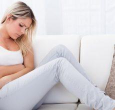 Когда болит правый бок внизу живота — чем это вызвано?