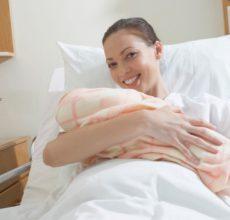 Отчего болит живот после родов?