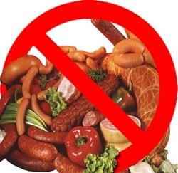 Нельзя употреблять острую, копченую и жареную пищу