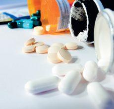 Возможно ли лечение язвы желудка и двенадцатиперстной кишки медикаментами?