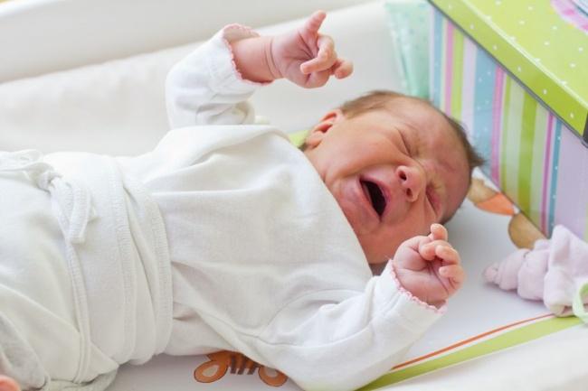 Ребенок плачет при дискомфорте в кишечнике