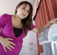 Можно ли во время беременности делать клизму при запоре?