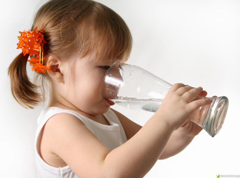 Для профилактики запоров необходимо пить больше воды