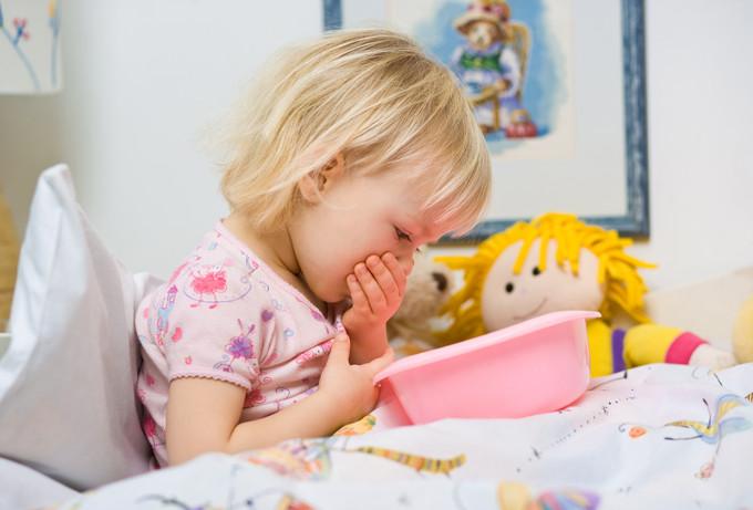 Рвота и понос у ребенка: чем лечить и что делать?