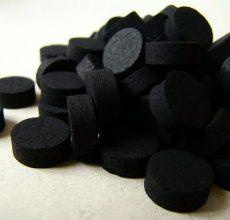 Поможет ли активированный уголь при запоре?