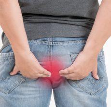 С чем связаны причины кала с кровью у женщин?