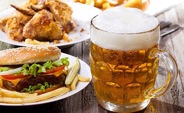 Алкоголь значительно снижает секрецию слизи в желудке