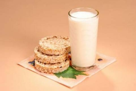 Молоко и хлебцы