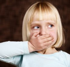 Причины отрыжки тухлыми яйцами у ребенка