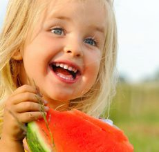 Почему появляется зеленый кал у ребенка?